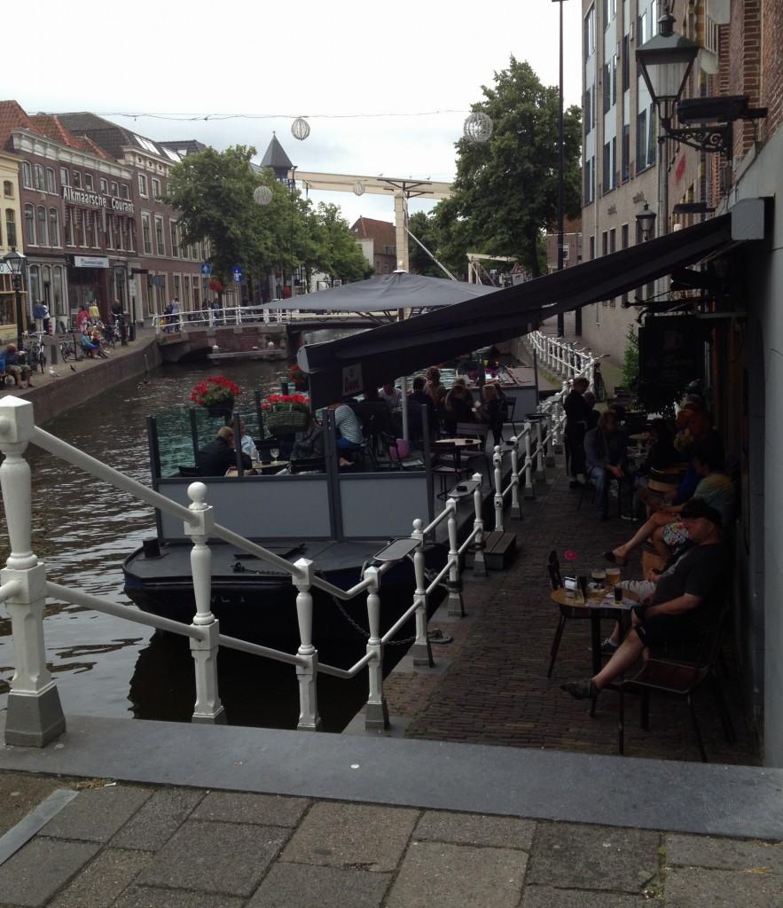 Lad de spisende gæster ved de to nye restauranter nye havnen og Hjejlen uden biltrafikken