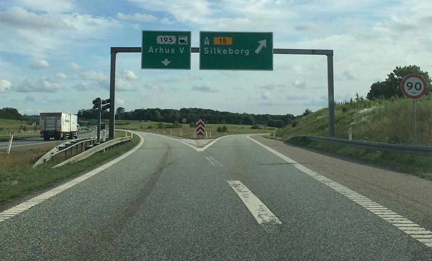 Alle skilte peger fra Aarhus mod Silkeborg - naturligvis skal motorvejen så hedder Silkeborgmotorvejen